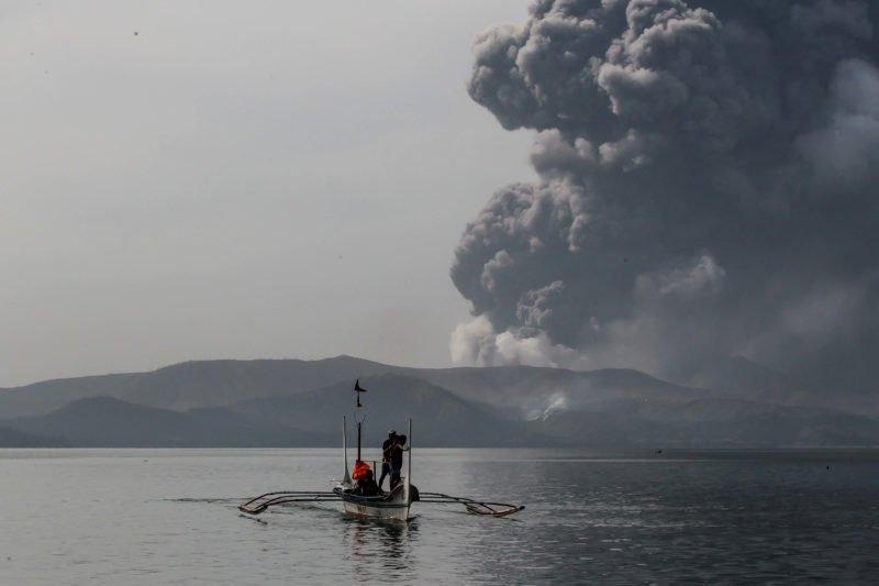 Taal Yanardağı Filipinler'de 16 bin kişiyi yerinden etti!